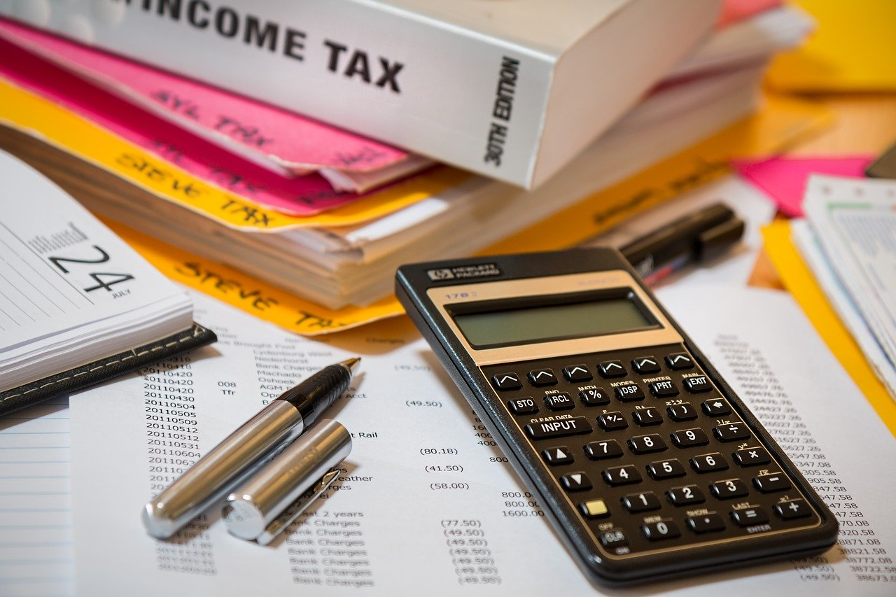 Year-end tax planning tips for contractors